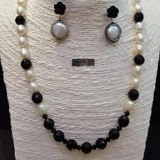 Conjunto en perlas cultivadas, cristales, resina, Plata de Ley